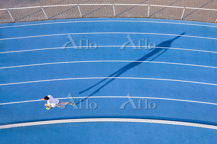 Aerial view of runner on blue ・・・