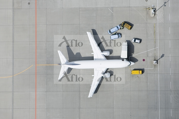 Aerial view of airplane and va・・・