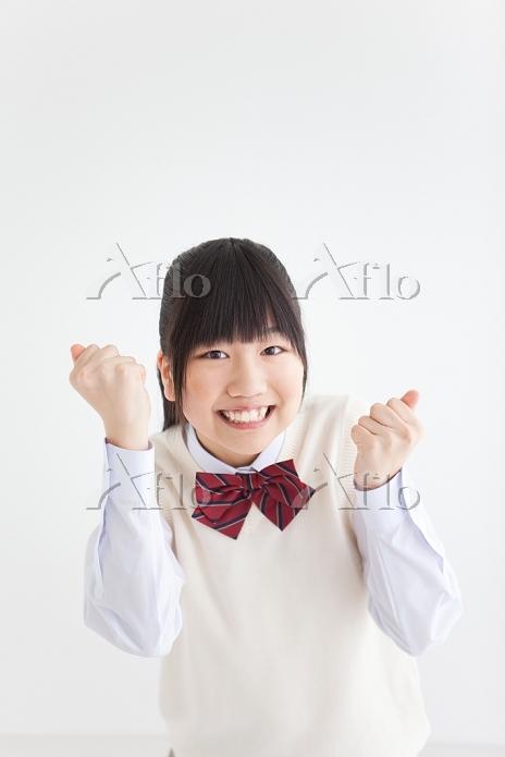 ガッツポーズする女子中高生