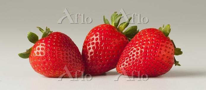 3つのイチゴ