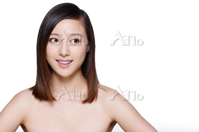 スキンケア 若い女性の顔