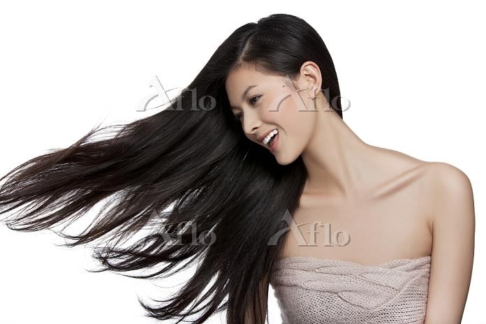 美しいストレートヘアの女性