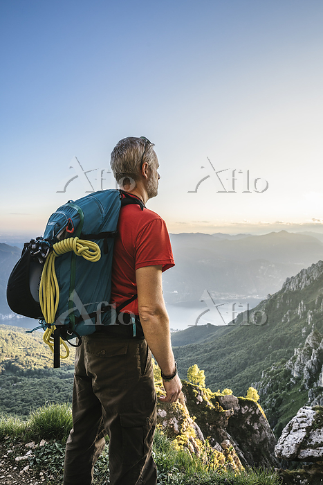 Hiker with backpack looking at・・・