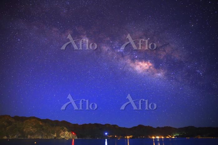 東京都 小笠原諸島 父島 大村海岸(前浜)の星空に煌めく天の・・・