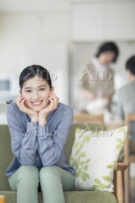 リビングの日本人女性