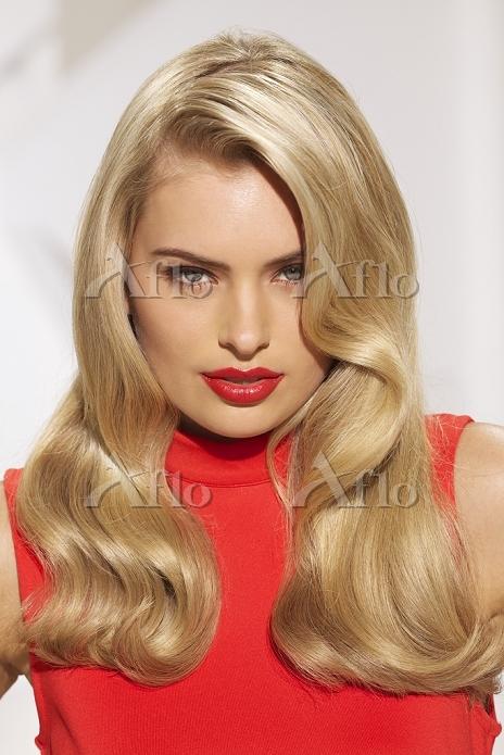 金髪の白人女性