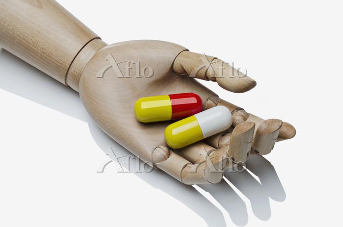Large Pills In An Artist's Man・・・