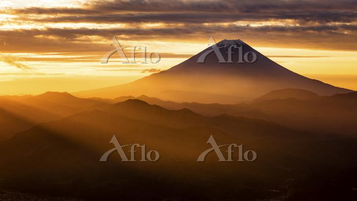 山梨県 櫛形山より望む朝焼けと富士山