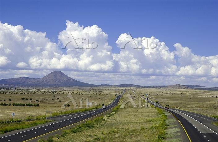 アメリカ 積乱雲とフリーウェー I-40
