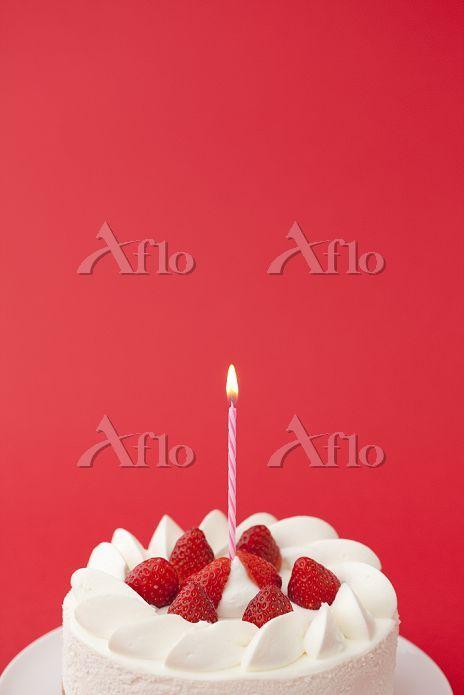 イチゴのケーキとキャンドル