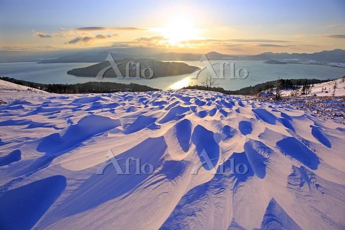 北海道 美幌峠から見る朝の屈斜路湖とシュカブラ