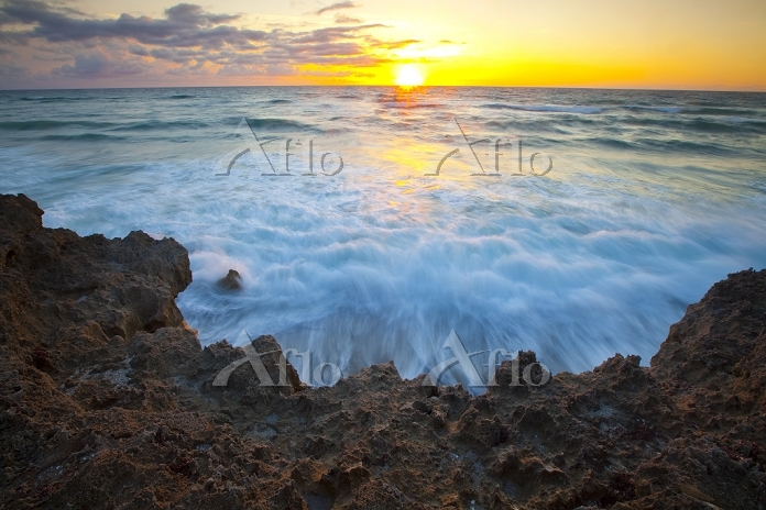 Limestone and Atlantic Ocean a・・・