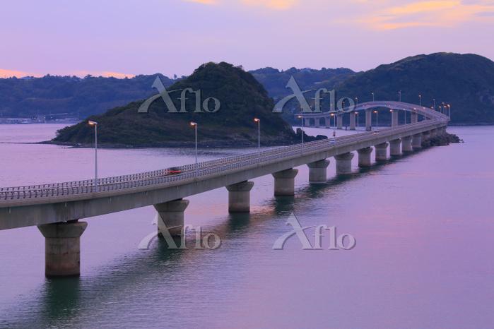 山口県 角島大橋 瀬崎陽の公園から望む夕刻の角島大橋と海士ヶ・・・