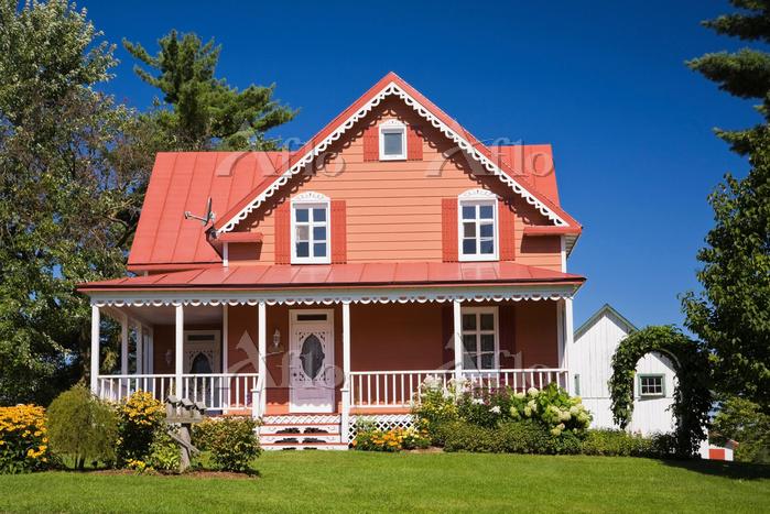 カナダ ケベック州 サーモンピンクの家