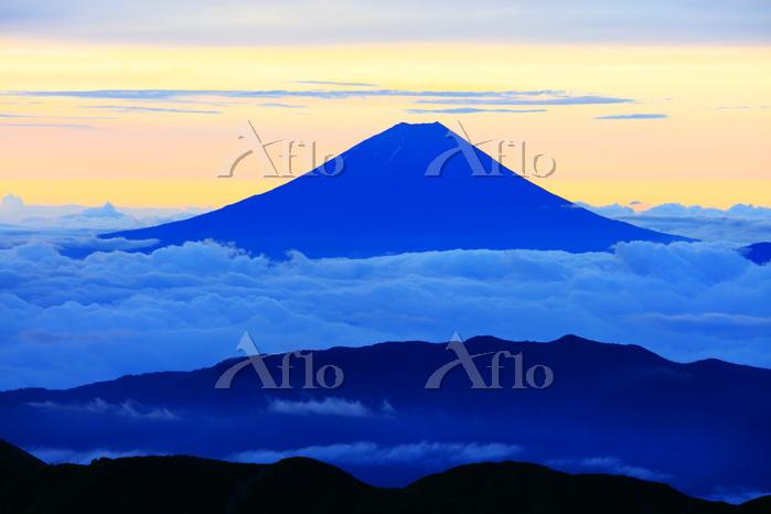 山梨県 北岳肩の小屋から富士山