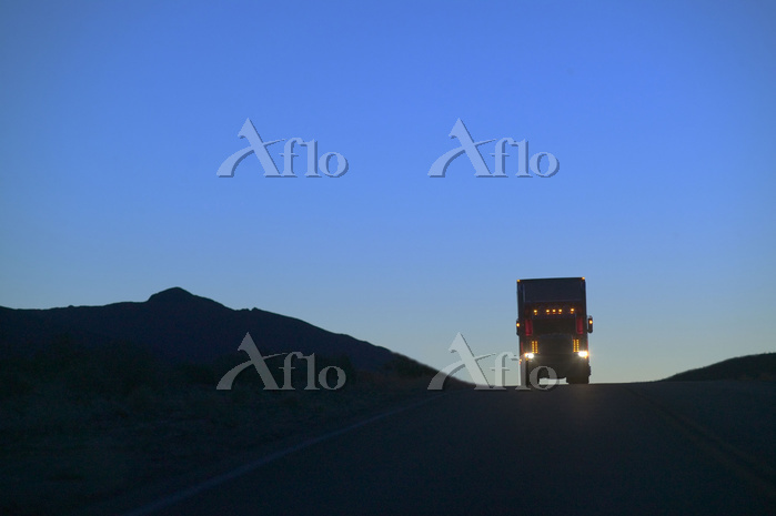 A Class 8 truck silhouetted wh・・・