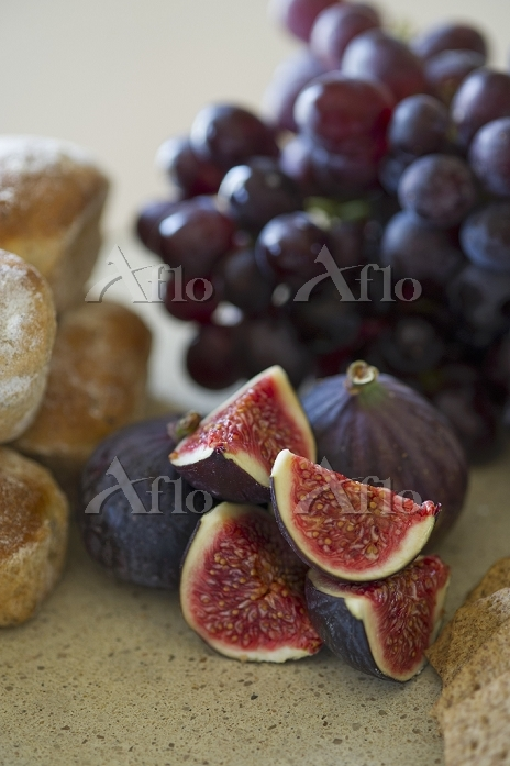 Fresh figs, bread and grapes