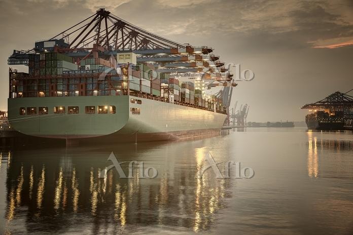 Germany, Hamburg, Container Te・・・