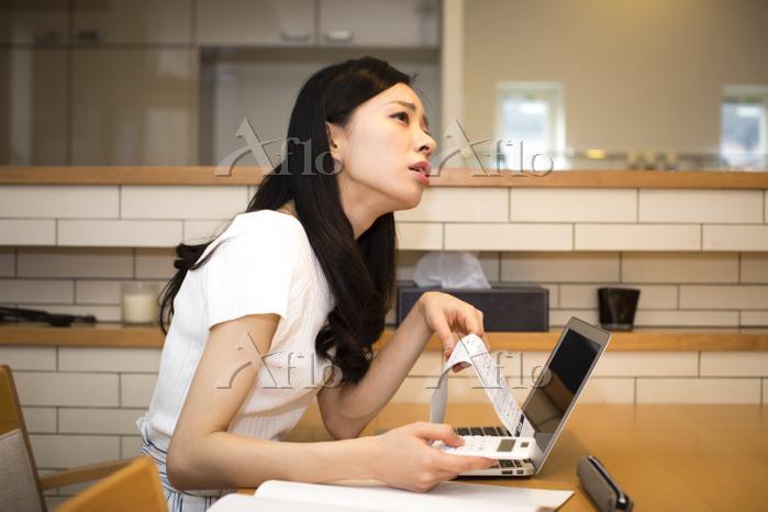 家計に苦しむ日本人女性