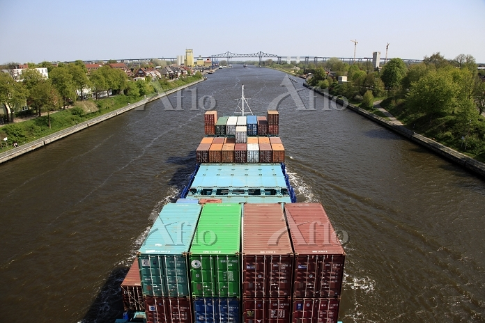Container ship on the Kiel Can・・・