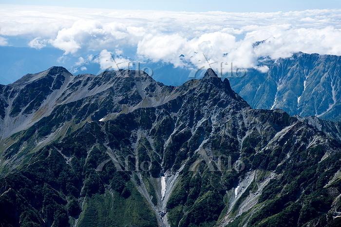 槍ヶ岳と飛騨山脈、北アルプスの山並み