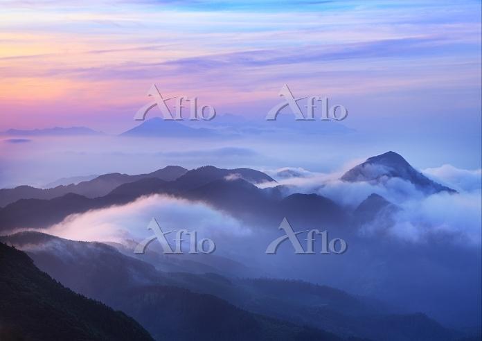 福岡県 八女市 矢部村釈迦岳より久住山と大塚山