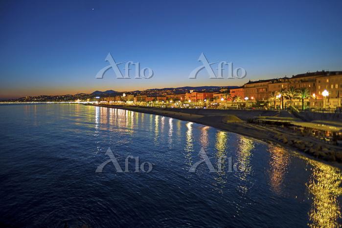 フランス 海側からニース港町 プロムナード・デ・ザングレ通り・・・