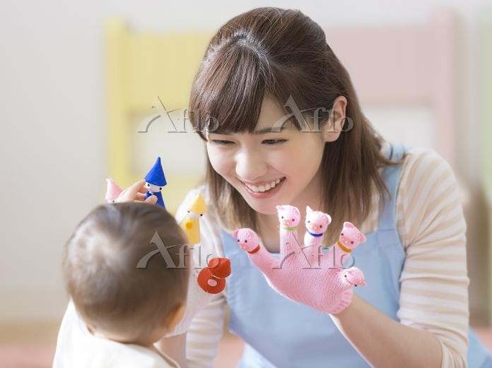 笑顔の日本人保育士