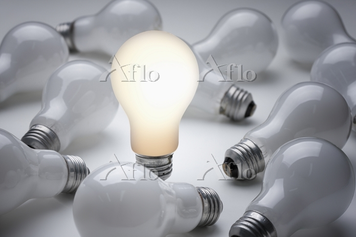 A set of light bulbs on a tabl・・・