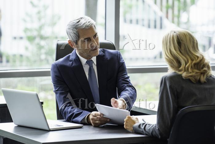 ミーティングビジネス 説明を求める経営者