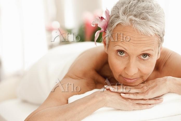 Senior woman relaxing on massa・・・