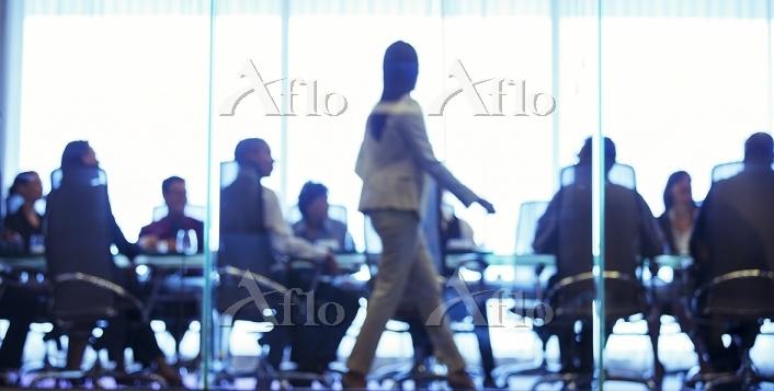 Businesswoman walking in front・・・