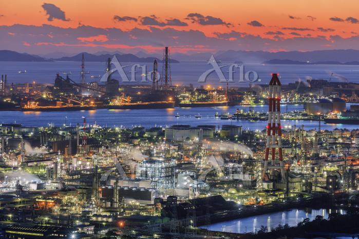 日本 岡山県 水島コンビナートと瀬戸内海夕景