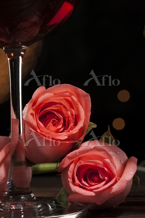 赤ワインとバラ