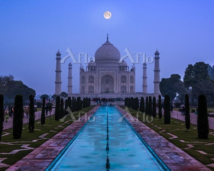 インド アグラ タージ・マハル 月合成