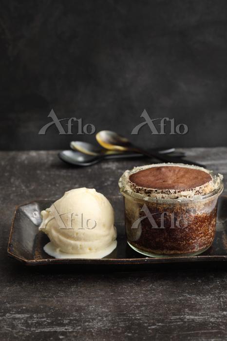 Chocolate cake with white choc・・・