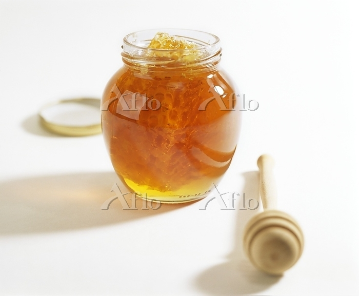 Honey jar with honeycomb