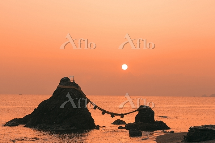 三重県 夫婦岩の朝日