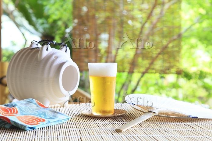 日本の夏 縁側の蚊遣りとビールとすだれ