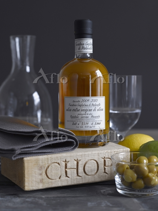 Olive oil and glassware and ch・・・