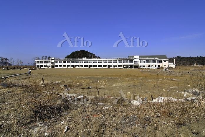 宮城県 鳴瀬第二中学校と荒れた校庭