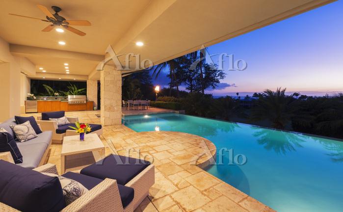 Beautiful Luxury Home With Swi・・・