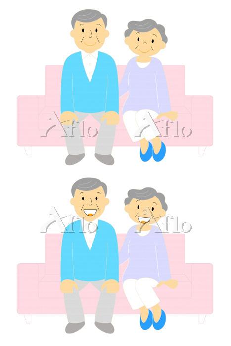 ソファーに座る老夫婦 笑顔と微笑んでいる表情のセット アウト・・・