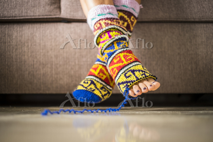 closeup of pair of feet with h・・・
