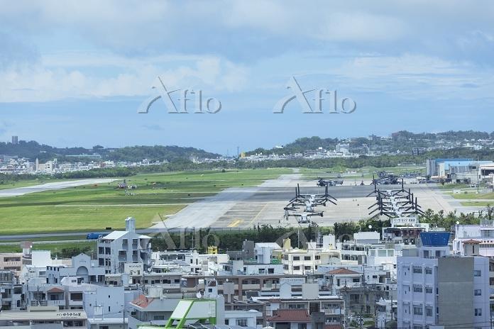 沖縄県 宜野湾市街とアメリカ海兵隊の普天間基地