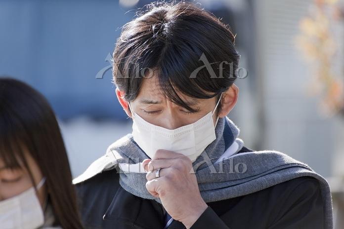マスクをした中年男性